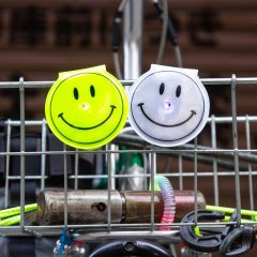*BLUELUG* smile reflector clip
